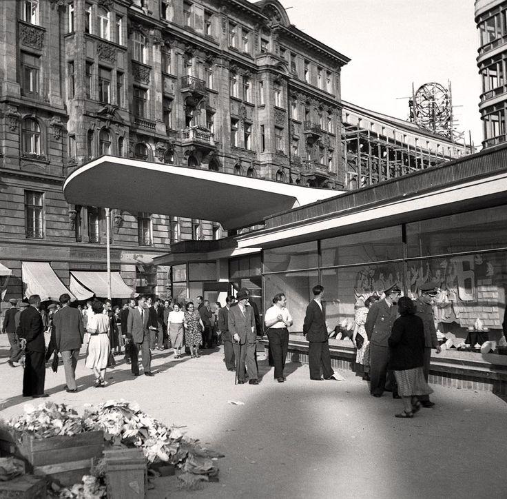 Cały naród budował swoją stolicę. Warszawa z lat 50. na zdjęciach z Narodowego…