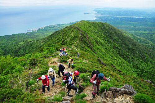 美しい地質や地形を持つアポイ岳ジオパーク。北海道のアポイ岳。