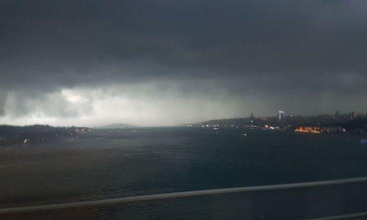 İstanbul'da şiddetli yağış: Su baskınları yaşanıyor!