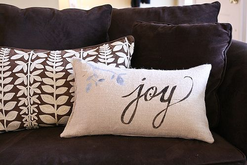 Throw Pillow Fabric Ideas : 15+ Great Ideas for DIY Throw Pillows Pillow covers, Stencils and Fabrics