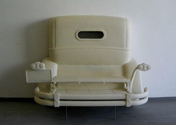 Elemento Rolls Royce Corpóreo para fondo de Vitrina, como apunte escenográfico a una época (Viajes Elegantes) en el Museo del Traje.