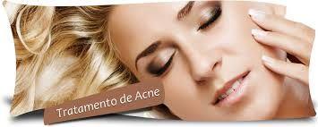 Aspirina contém ácido salicílico, também incluído em muitos tratamentos de acne em que atua como um peeling químico para reduzir a acne e cicatrizes. O suco
