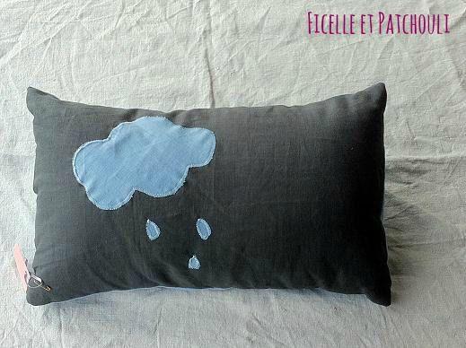 La tete dans les nuages : housse 100 % lin gris et bleu
