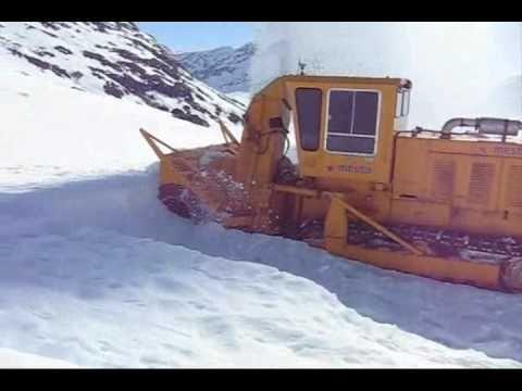The world's best Snowblower 1  Big Caterpillar Engine 700 HP