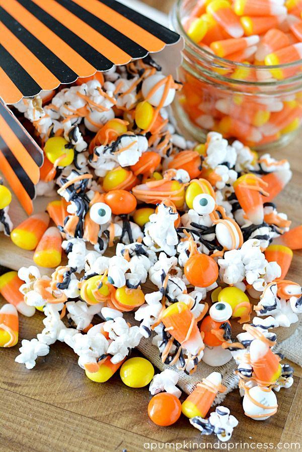 Monster Munch by A Pumpkin & Princess - such a fun and yummy halloween treat!!