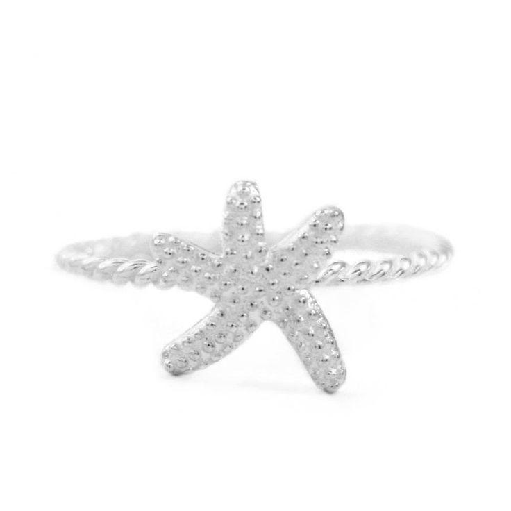 Anel Estrela do Mar Prata 925 Anel no formato de uma estrela do mar e com o aro torcido, feito em prata 925.