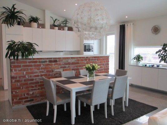 The brick countertop creates a nice contrast to the smooth white / Tiili luo hienoa pohjaa vaaleille sävyille #brick #sisustustiili