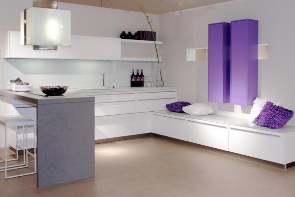 Cuisine moderne sans poign e de marque brigitte k chen for Cuisine equipee violet