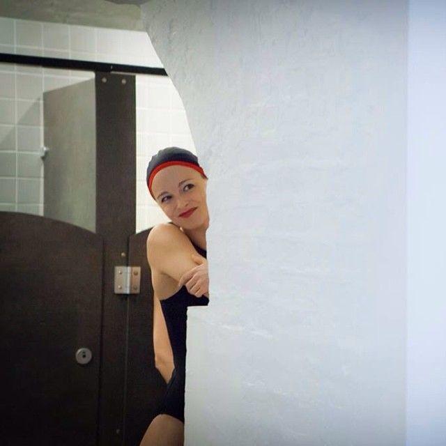 Maillots de bain gainants et élégants pour femmes et hommes + accessoires bien pensés : des bonnets sans couture aux ballerines pliables  - CARDO Paris (Photo par Pierre-Anthony Allard)