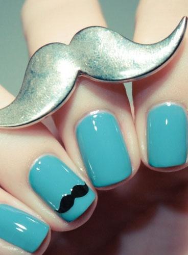 manucure bleue à moustache de pshiiit.com