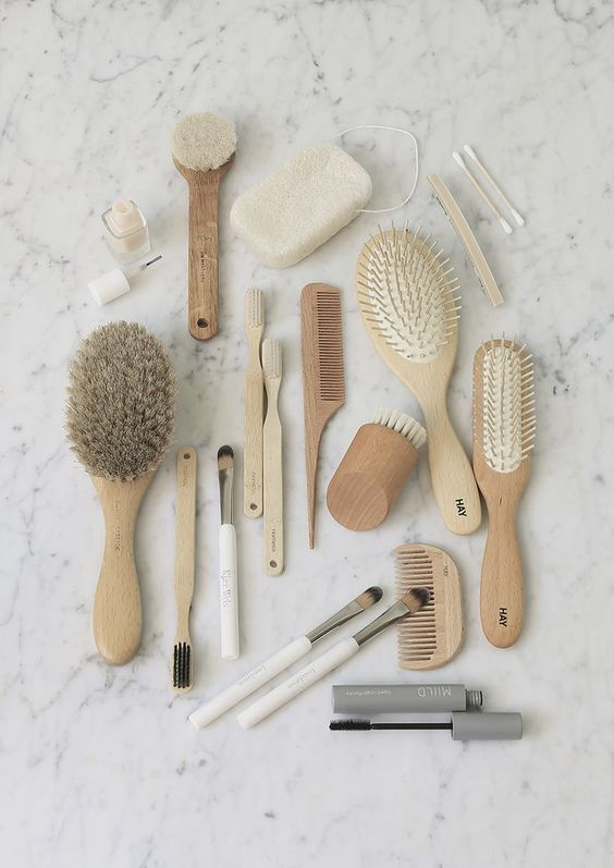 Bamboo products for a zero waste bathroom | Compostable combs, toothbrushes, body brushes, and more