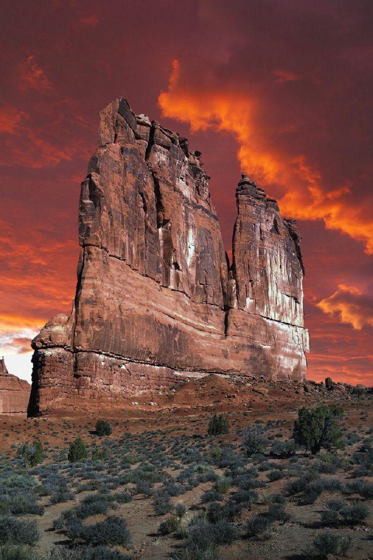 Arches National Park-Utah-U.S.    (Natures Doorways.tumblr)