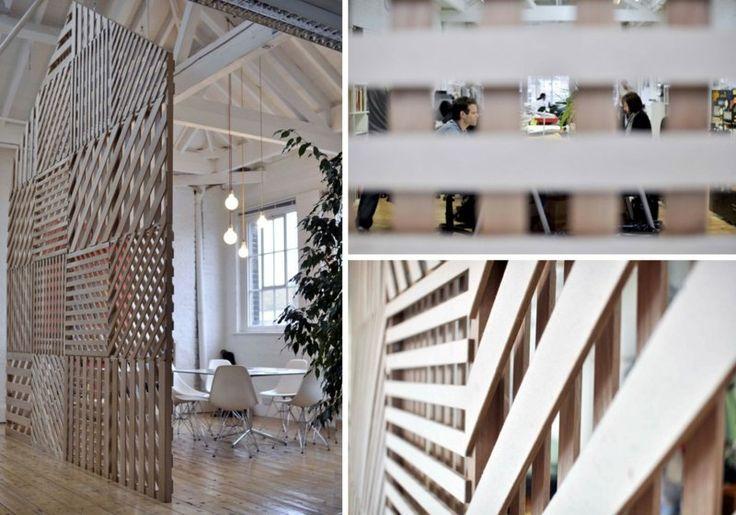 cloison en palettes de bois rangés de style patchwork