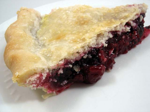... Pie Crust 101: Dazzleberry Pie by @Frieda Loves Bread #sliceopie #pie