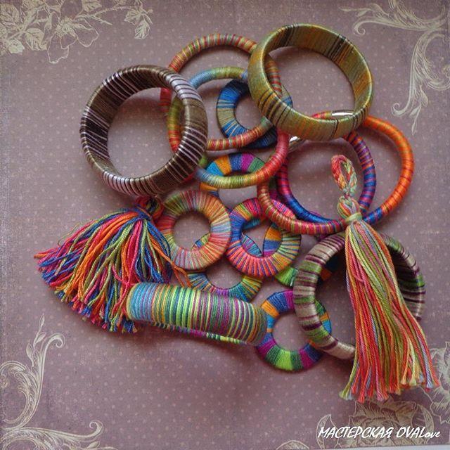 Много украшений и браслетов! Для тех, кто любит авангардные яркие цвета и легкие повседневные украшения! Разнообразие вариантов в одном комплекте! Натуральные материалы, природные цвета! Всё можно стирать в тёплой воде! Скоро всё покажу! #многоцветов #браслеты #стильно #принты #смело #весело