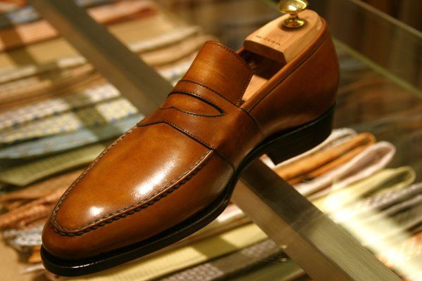 Love a stylish pair of men's loafers. Makes you look so classy. I like that the toe is not too pointed but still has that oval look to it,