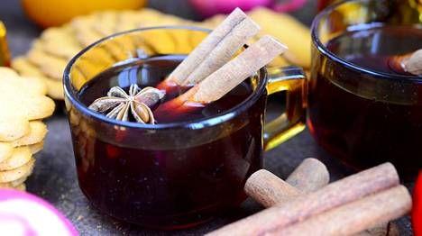 Punaviiniglögi maustetaan perinteisesti kanelilla ja tähtianiksella.