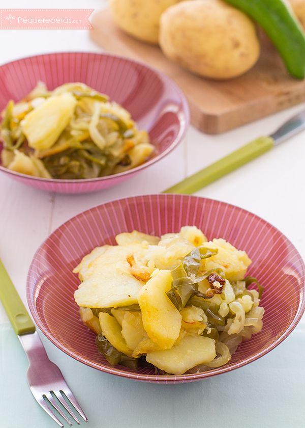 Las patatas a lo pobre son una de las recetas sencillas más sabrosas de la gastronomía española. Descubre cómo prepararlas con la receta paso a paso.