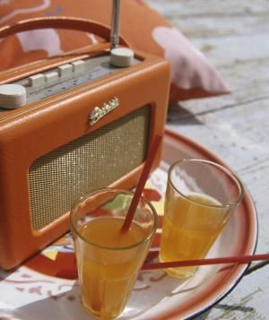 Vintage radio and drinks at outdoor party   Need a better soundtrack for your next get-together? Jessica Suarez, playlist editor at Google Play, offers her secrets to a crowd-pleasing mix.