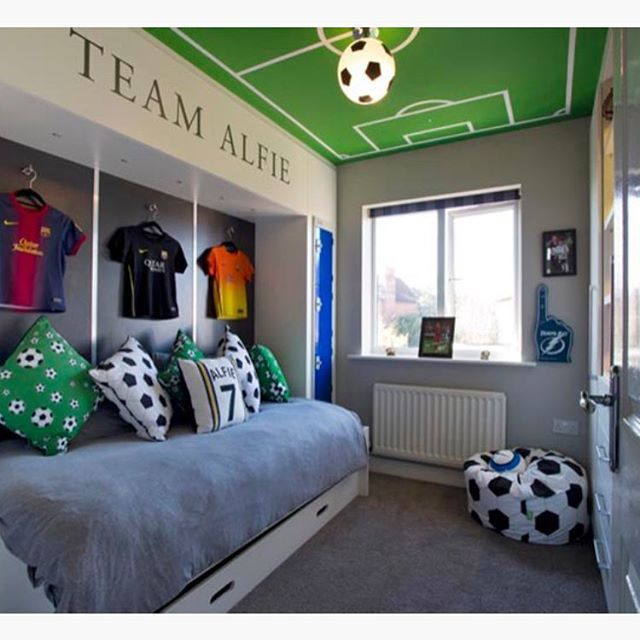 les 25 meilleures id es de la cat gorie chambre football pour gar on sur pinterest gar ons. Black Bedroom Furniture Sets. Home Design Ideas