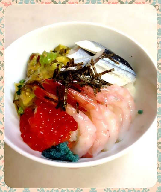 母が衝動買いしたデパートの北海道セットのイクラと甘エビを使いたかったので… 久しぶりにポキも作ってみました♫ - 3件のもぐもぐ - お家で海鮮丼。 by Pinkpoodle