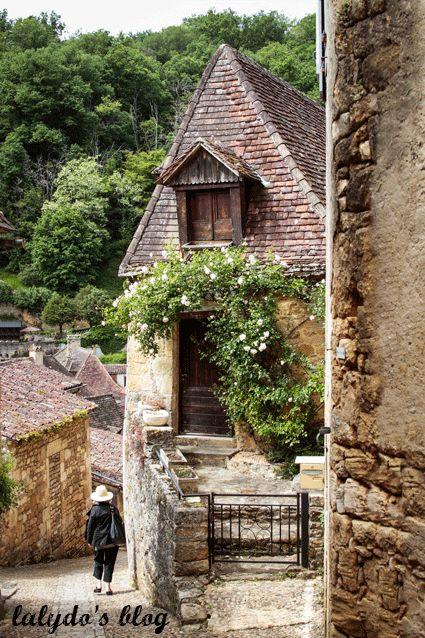beynac-et-cazenac-rue-8  From: http://lalydo.com/2014/06/beynac-et-cazenac-la-majestueuse/