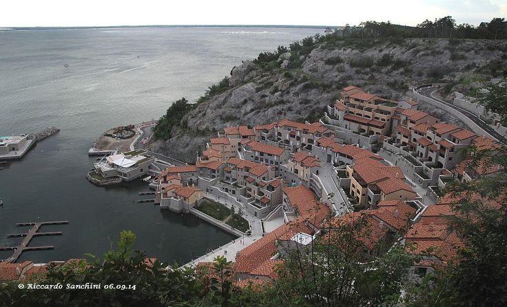 Era una cava di sassi.... ora Porto Piccolo a Sistiana (Trieste) di Riccardo Sanchini