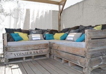 On décore l'extérieur comme l'intérieur, on rêve d'un endroit cosy et rassurant. Grisé par le temps, le palox habituellement réservé pour le ramassage des pommes, melo - 1864464