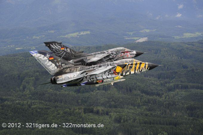 Tigerjet-Monsterjet Formation Flight