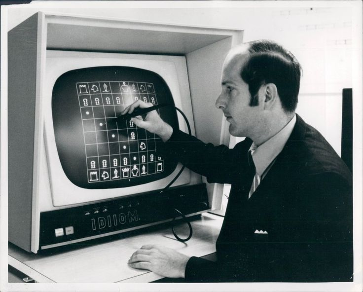 n this picture dated Nov 14, 1970, Chris Daley, who worked for the NASA Administration, was operating the chess program that ran on a Varian Data Machine 620/1 computer. The program placed Second in the First Computer Chess Championship.
