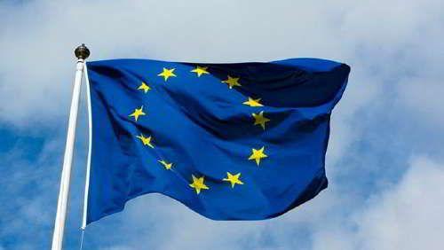 UE reclama a Twitter y Facebook que proteja mejor a los consumidores /  Caracas.- La Comisión Europea lamentó este jueves que algunas redes sociales, como Twitter y Facebook, todavía no hayan adaptado sus condiciones de uso a las normas de la Unión Europea (UE), en particular en materia de confidencialidad y de respeto de los derechos de los usuarios. Aunque este jueves Facebook, Twitter