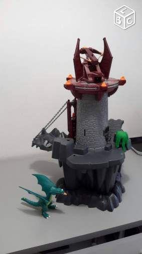 playmobil chateau dragon vert 15 € Paris 75009  Description : vend chateau playmobil accompagné d'un dragon vert.  remise en main propre sur Paris ou le val d'oise. contact par mail ou sms.