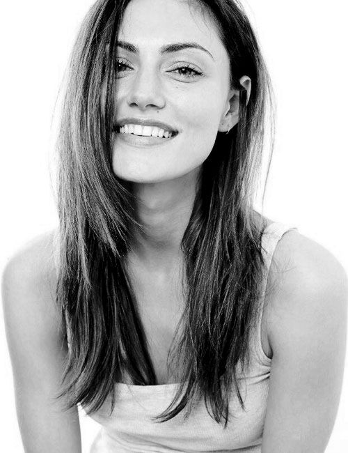 Phoebe Tonkin has the most natural beauty I have ever seen.