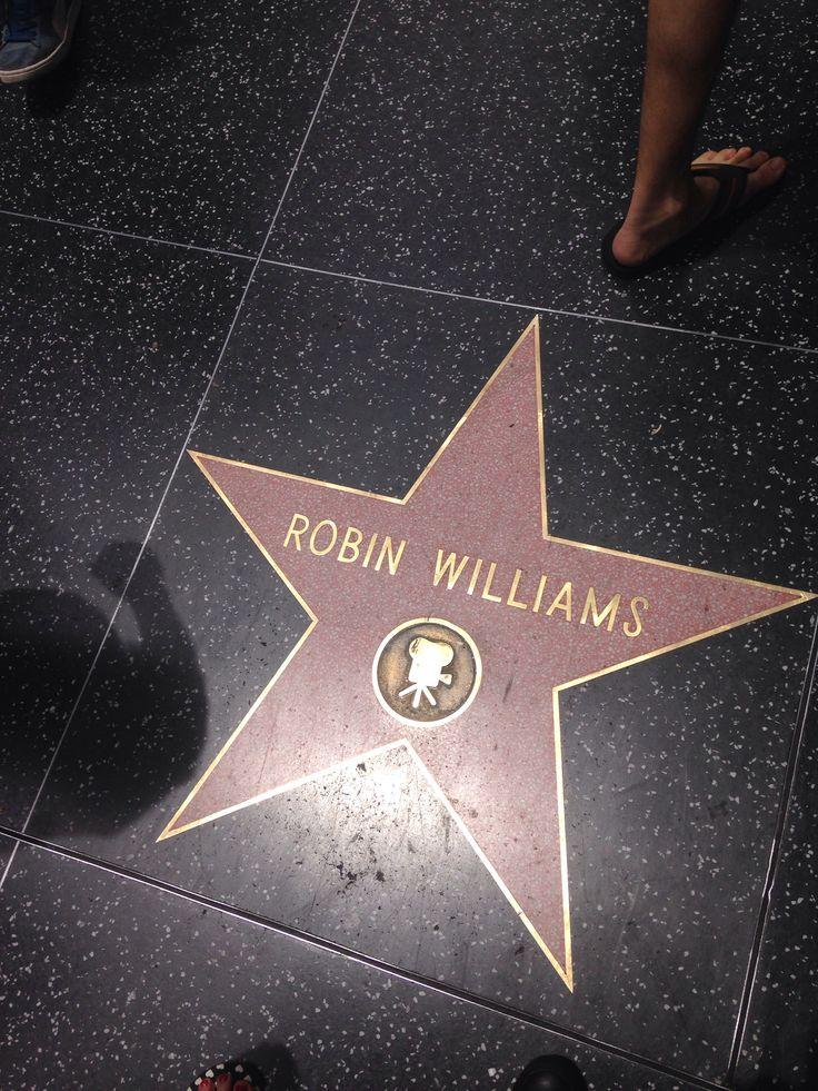 Robin Williams. Tu as ému, fais pleurer puis rire et sourire tant de personnes. Tu étais certainement très aimé et tu es parti seul... O capitaine, mon capitaine... Vogue et va rejoindre Walt Whitman au firmament. Betty