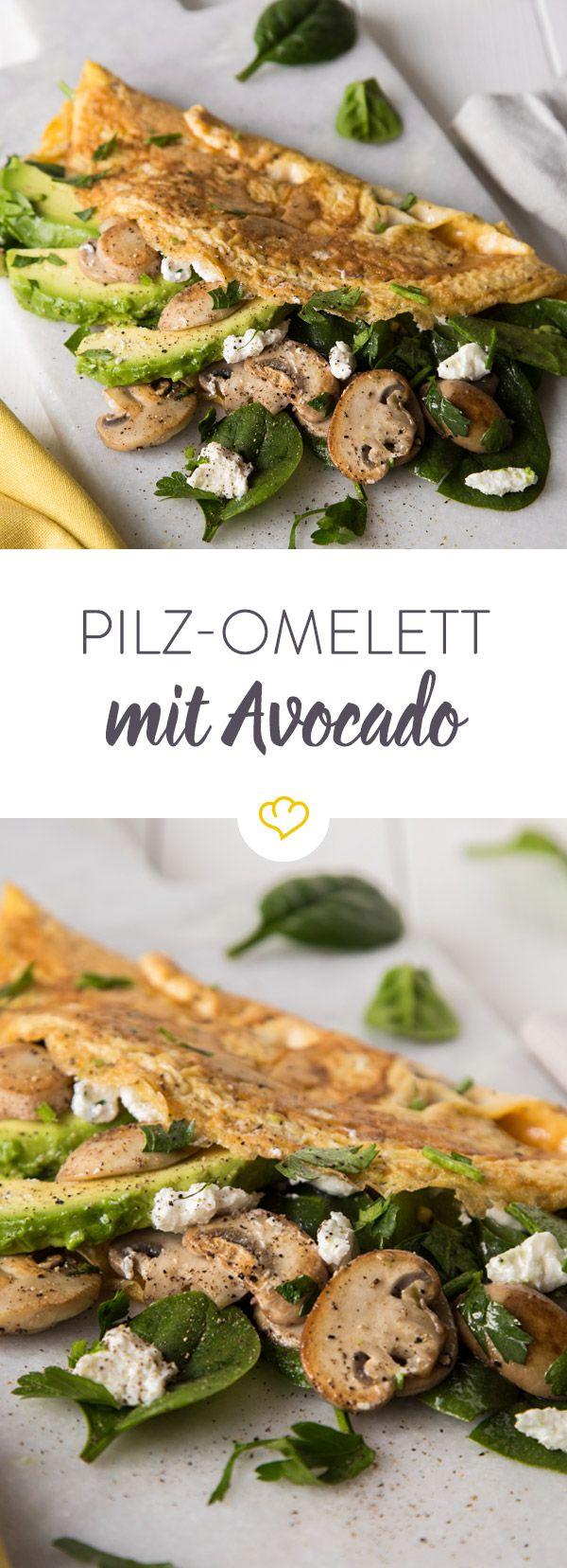 Mit reifer Avocado, zartem Babyspinat und würzigem Ziegenkäse mausert sich das einfache Pilz-Omelett zum blitzschnellen Feierabendgericht.
