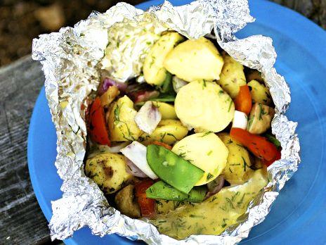Varm potatissallad i folie | Recept från Köket.se