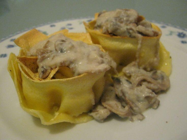 Nidi di pasta con crema di formaggi, funghi e topinambour - Ricette di non solo pasticci