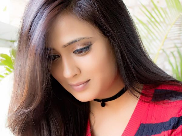 Shweta Tiwari reveals the first glimpse of her baby, our hearts bump in endearment