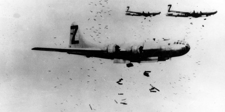 Las imágenes del bombardeo más letal de la historia, 70 años después