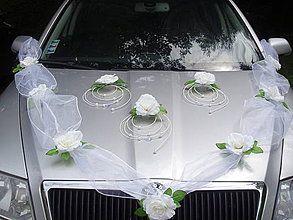 Dekorácie - Výzdoba na auto s 3 ružami v strede - 4390814_