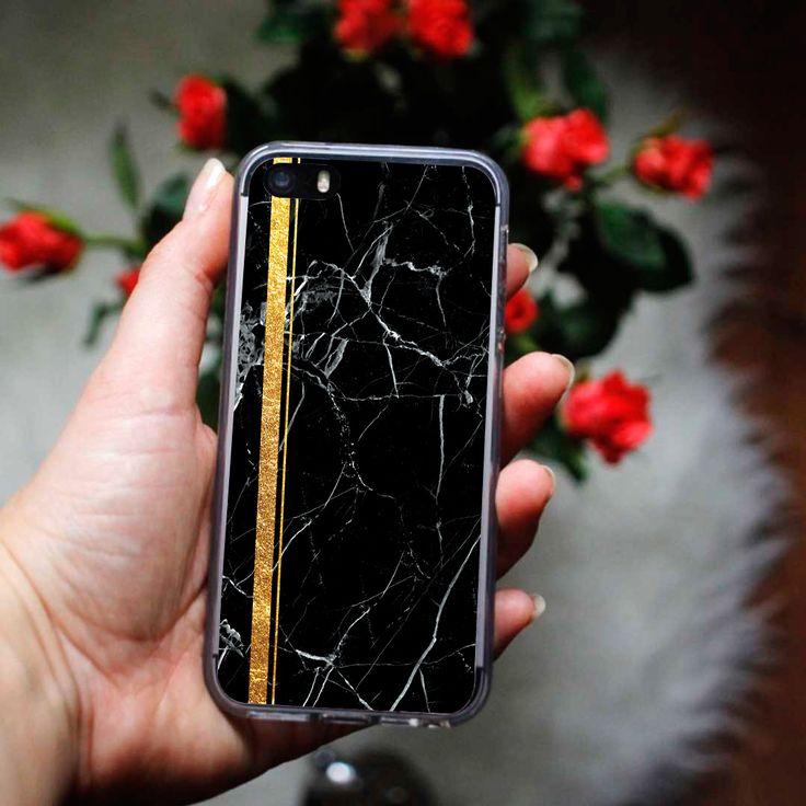 Czarny marmur ze złotą aplikacją na etui do telefonu http://www.etuo.pl/kolekcje-etui-marmurkowe