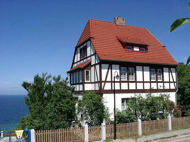 Die Ferienwohnung befindet sich im unteren Stockwerk des Hauses. Wir wohnen oben. Gemeinsam haben wir einen Garten mit 2000qm zu Verfügung.
