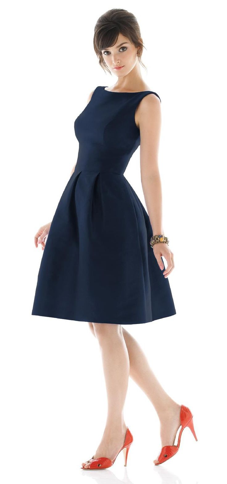 Alfred Sung bridesmaid dress in Navy! The perfect dress for your bridesmaids. Vintage inspired too, so cute!