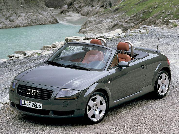 s, l'un des modèles iconiques de la marques aux anneaux. Le dessin tout en rondeur de la première génération a permis au roadster de marquer les esprits. Équipée au départ d'un 4-cylindres 1.8 de 180 ch, la TT peut proposer aujourd'hui un 5-cylindres 2.5 l de 360 ch. L'Audi TT a bien grandi !
