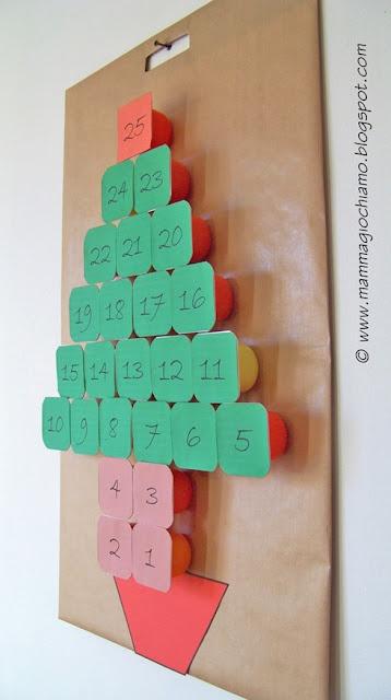 Calendario dell'Avvento con i vasetti dello yogurt
