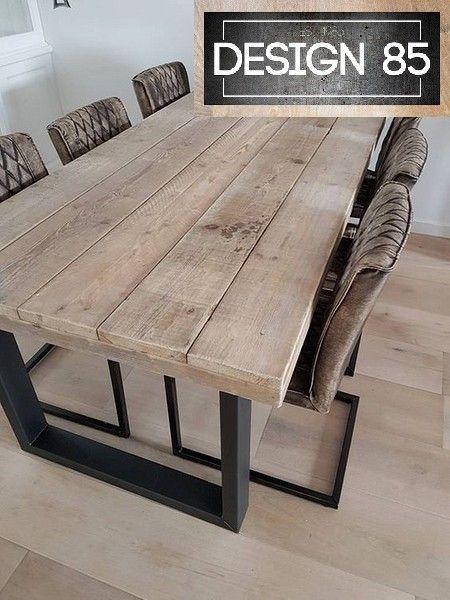 Robuust en duurzame tafel met een steigerhout tafelblad en een stalen onderstel. Eenvoudig te bestellen via www.design85.nl
