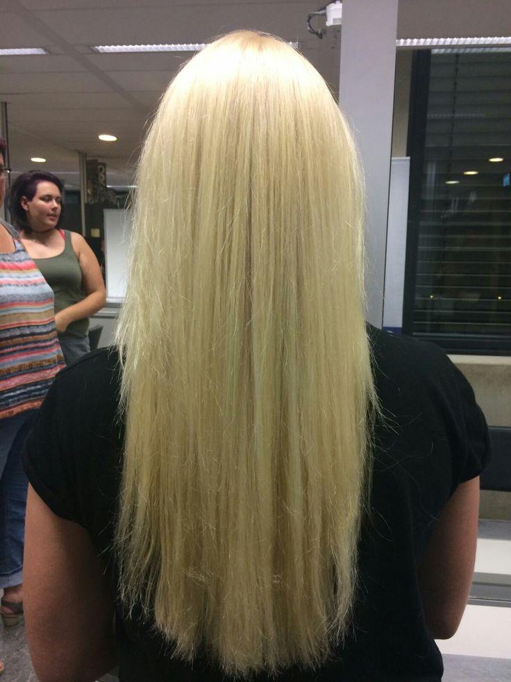 Ik ben trots omdat ik zelf heel haar hoofd heb gehighlight met blondeer op mijn gevoel (qua hoeveel bloneer) en uitgroei geverft op mijn eigen advies