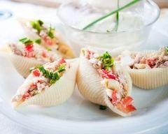 Conchiglionis farcis au thon : http://www.cuisineaz.com/recettes/conchiglionis-farcis-au-thon-79240.aspx