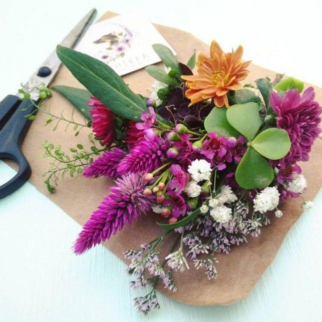 Flores frescas para alegrar cualquier regalo!