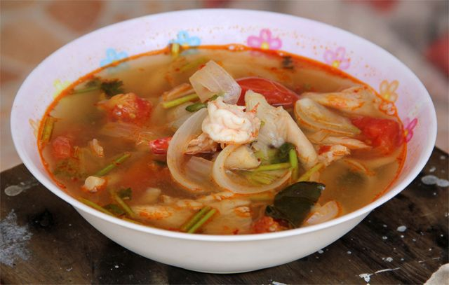 How to make delicious Thai tom yum soup - here's the recipe!